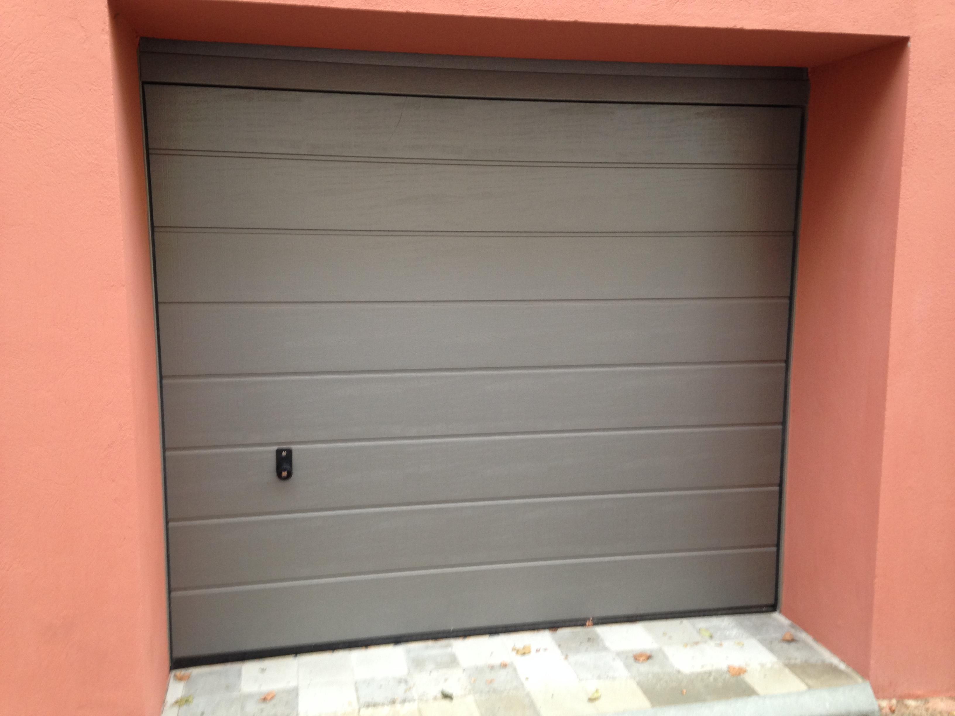 Porte De Garage Sectionnelle grise