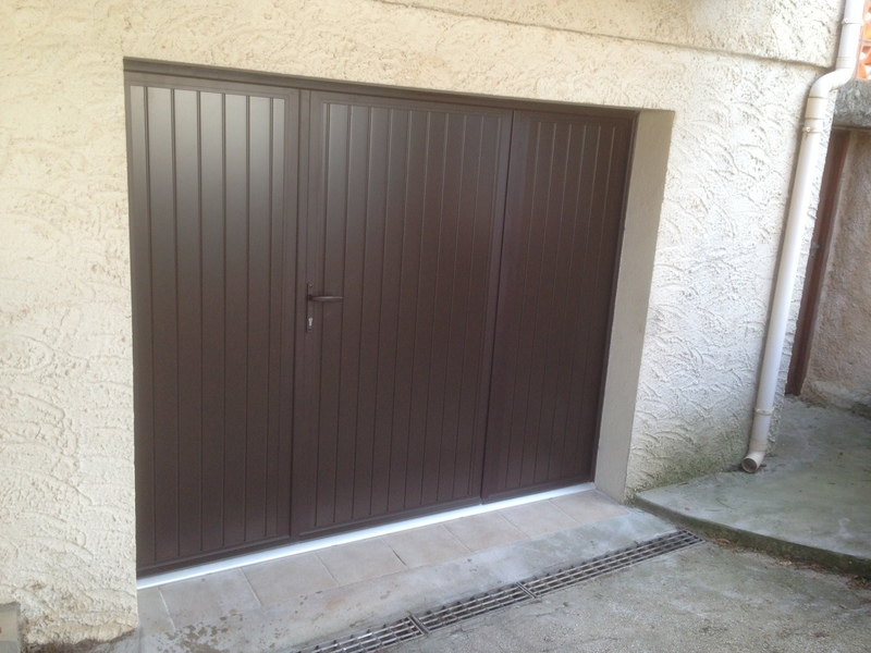 Porte de garage battante marron